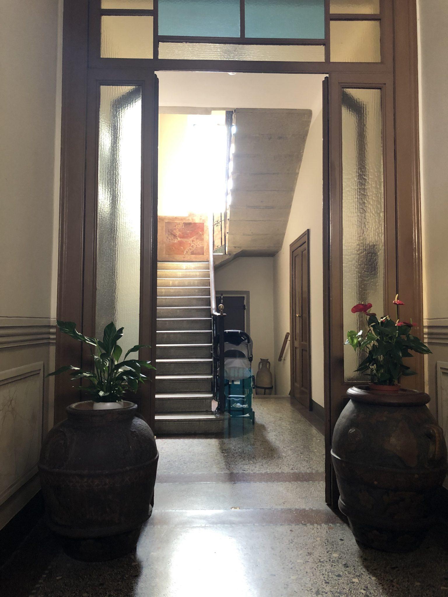 Varese: centralissimo trilocale arredato