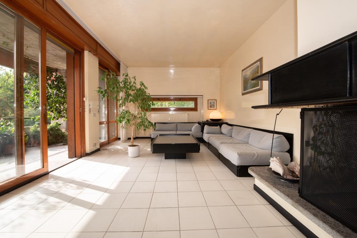 Varese - Masnago: ampio e luminoso attico con terrazzo
