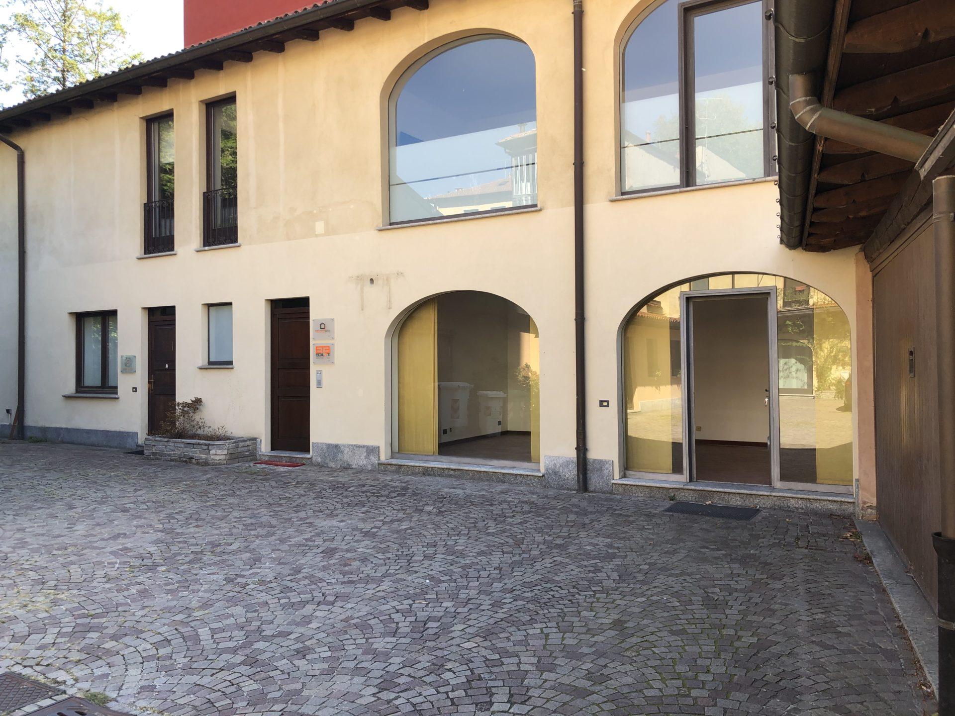 Varese, Tribunale: pratico ufficio con posto auto privato