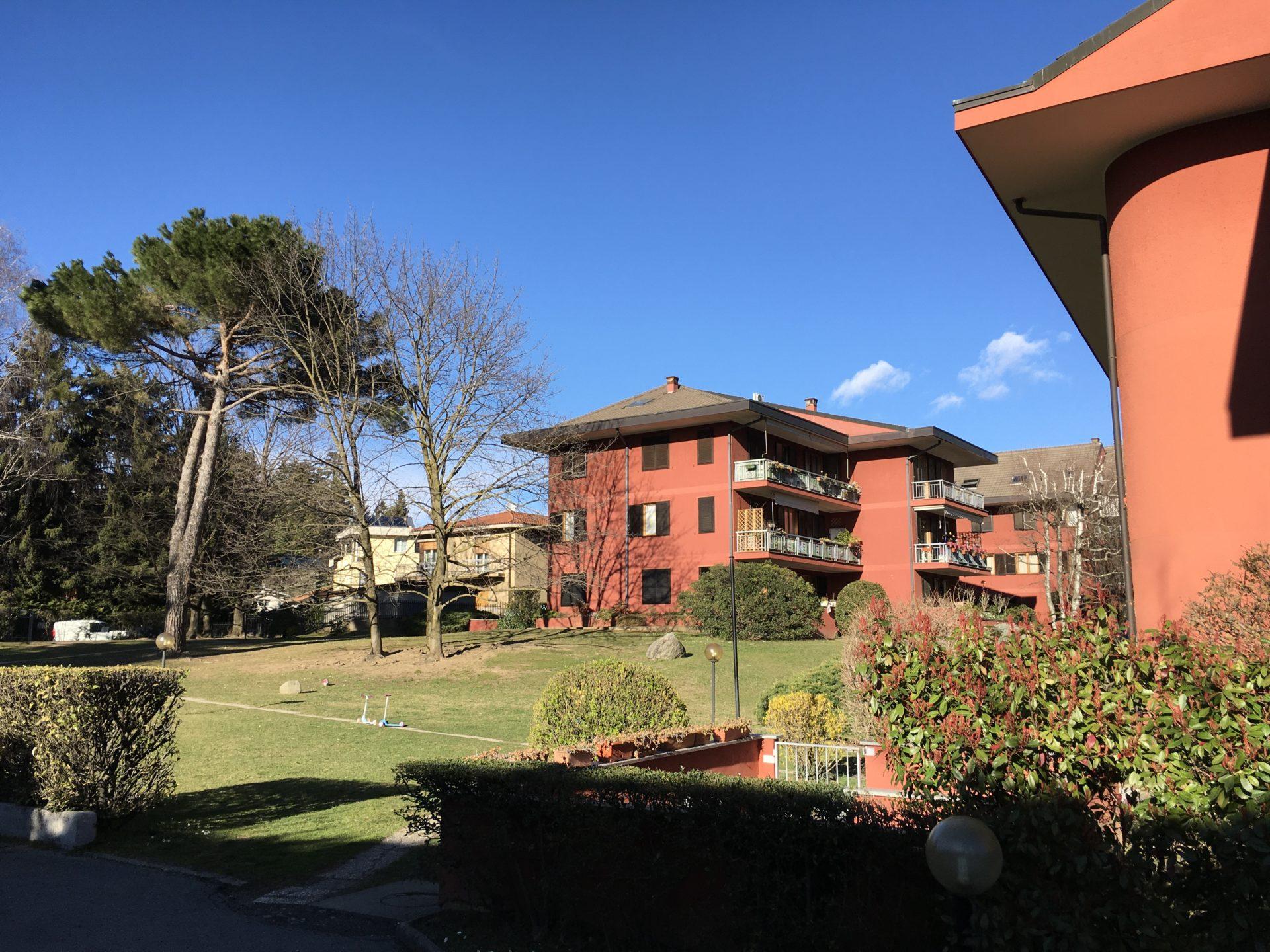 Varese, Via della Calcinessa: recente quadrilocale immerso nel verde