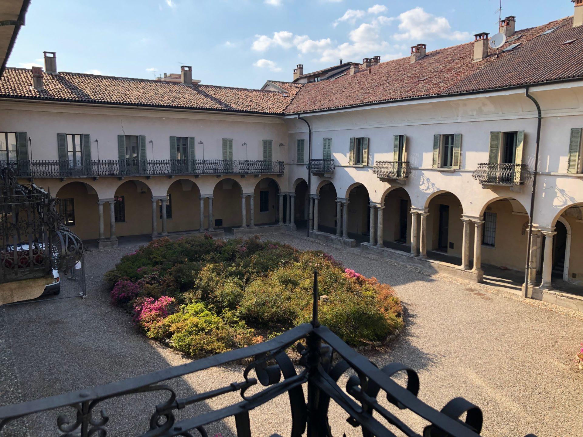 Varese, Corso Matteotti : trilocale completamente ristrutturato in edificio storico